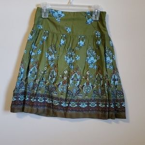 Green pattern skirt
